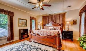 Large king suite on 2nd floor